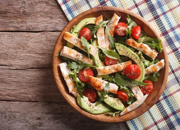 A dieta low carb consiste em reduzir carboidrato da alimentação, dando preferência para outros alimentos (Foto: Thinkstock)