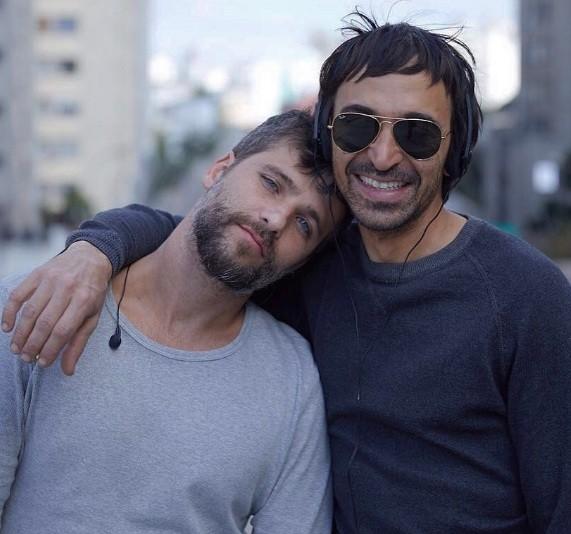 Julio Andrade posa com Gagliasso no set de Todas as canções de amor, de Joana Mariani  (Foto: Reprodução/ Instagram)