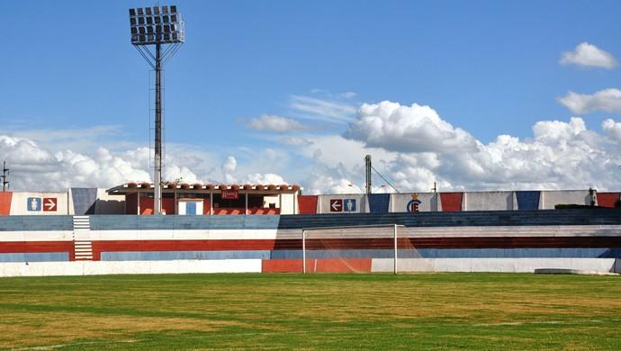 Estádio Juscelino Kubitschek, em Itumbiara (Foto: Guilherme Gonçalves/GloboEsporte.com)