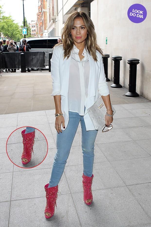 7c09b9781 EGO - Look do dia: Jennifer Lopez mistura peças básicas com bota ...