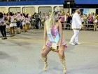 Ellen Rocche mostra gingado durante noite de samba em São Paulo