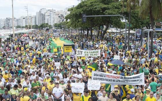 Manifestação no Rio de Janeiro, 04 de Dezembro. (Foto: Celso Pupo/Fotoarena / Ag. O Globo)