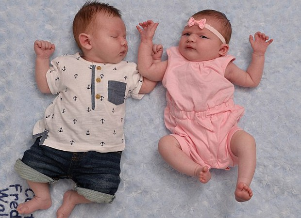 Segundo as mães, Carter e Mila-Rose são até parecidos fisicamente (Foto: Reprodução/SWNS)