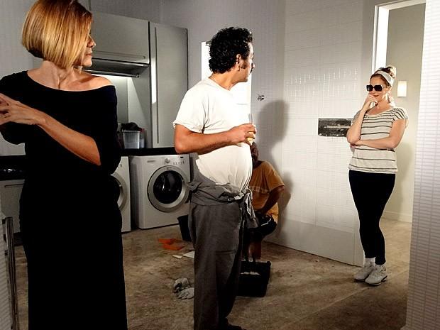 Sônia chega e acaba com a farofa na casa de Branca (Foto: Cheias de Charme / TV Globo)