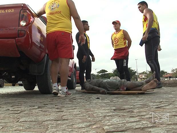 Por pouco, ladrão não morreu afogado, enterrado na lama (Foto: Reprodução / TV Mirante)