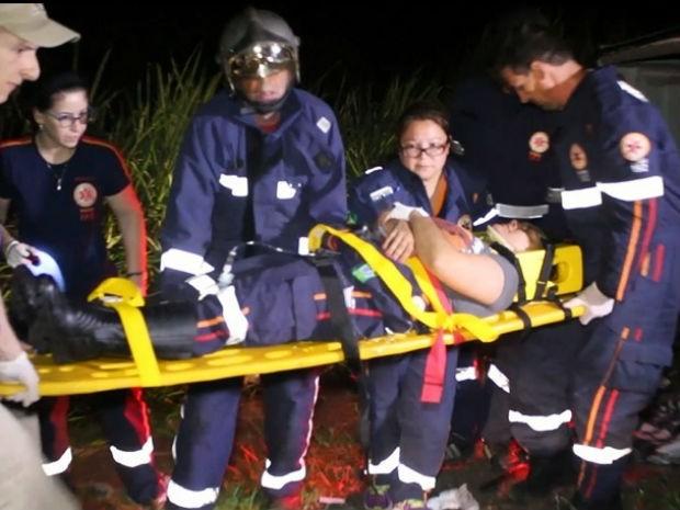Funcionária do Samu é atendido após acidente na PR-445 (Foto: Divulgação/Rolândia190)