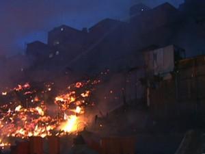 Fogo atinge Paraisópolis (Foto: Reprodução/TV Globo)
