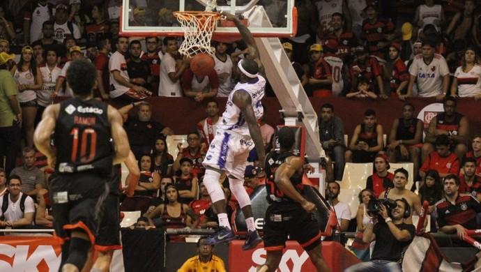 Tyrone foi o cestinha da equipe visitante com 22 pontos (Foto: Gilvan de Souza/Flamengo)