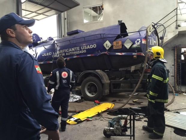 Acidente aconteceu na manhã desta sexta-feira (13) (Foto: Corpo de Bombeiros/Divulgação)