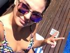 Isis Valverde posa de biquíni de lacinho em foto na web: 'Domingueira'