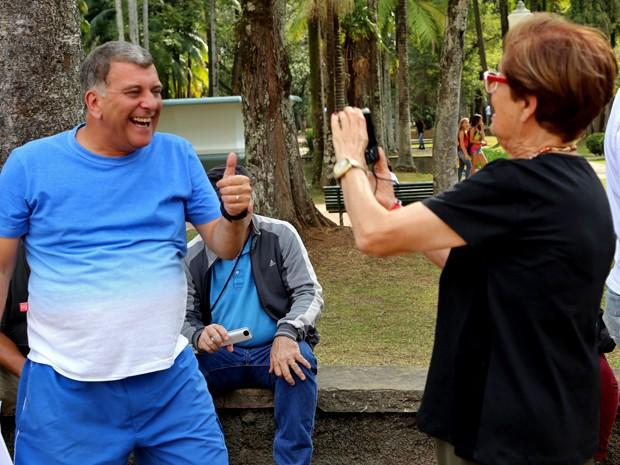 Jorge Fernando recebe carinho em Poços de Caldas (Foto: Alto Astral/ TV Globo)