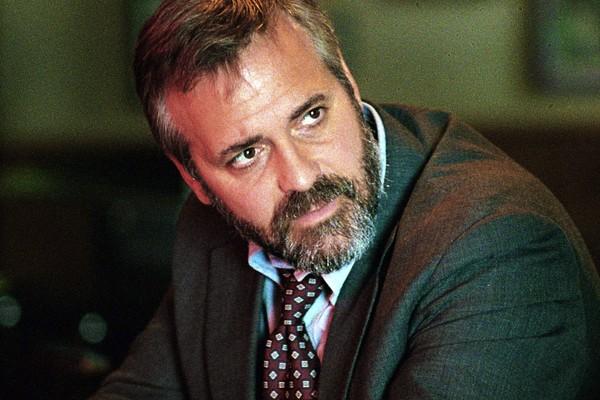 O ator George Clooney em Syriana - A Indústria do Petróleo (2005) (Foto: Reprodução)