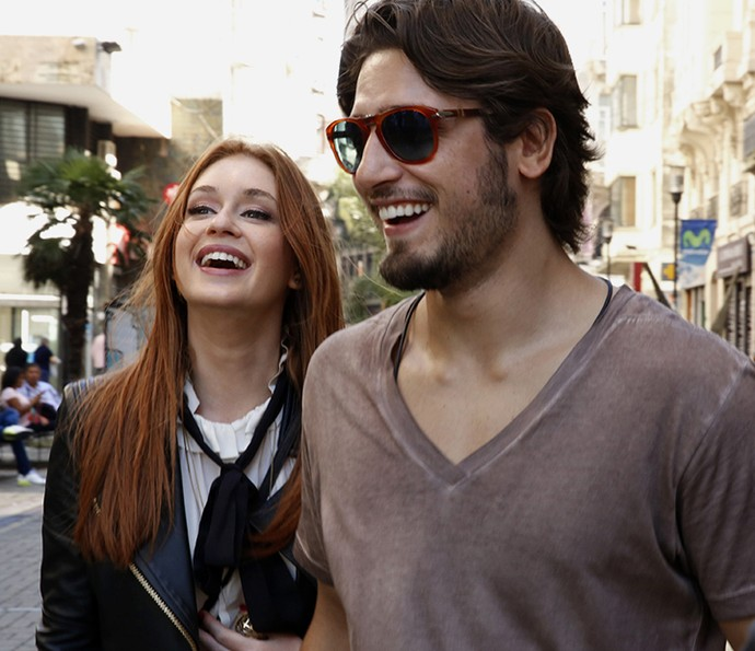 Daniel Rocha se diverte ao lado de Marina Ruy Barbosa no Uruguai (Foto: Chico Couto/Gshow)