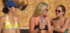 Sob sol forte, gringos curtem BDQ nas areias de Copacabana (Daniel Cardoso (Globoesporte.com))