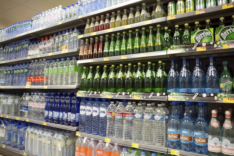 Marcas de água da Danone, Nestlé e Coca-Cola podem aumentar a participação no mercado chinês (Foto: Thinkstock)