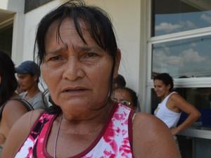 Dona Benedita é mais uma que espera por um lote de terra (Foto: Aline Nascimento/G1)