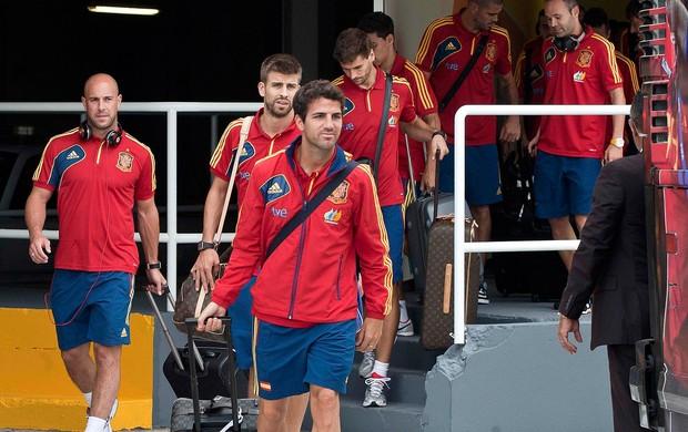 Fabregas, Desembarque Espanha (Foto: Agência AP)