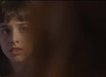 Lica se espanta ao descobrir marcas no corpo de Clara