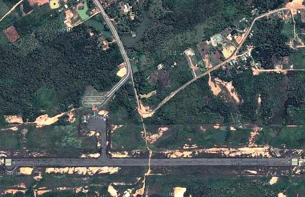 Vista aérea do aeródromo de Coari, no Amazonas (Foto: Reprodução/Google Maps)