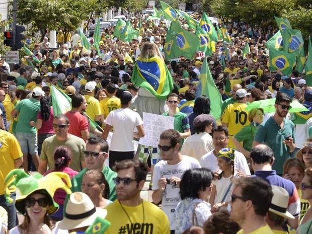 Em Lages, manifestação reuniu centenas (Foto: Fom Conradi/Divulgação)