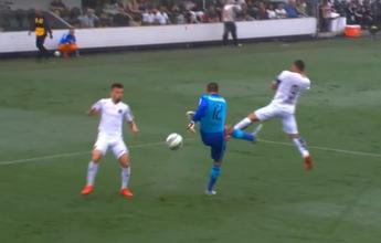 Cavalieri vence enquete de bizarrices por chutar errado e levar gol do Santos