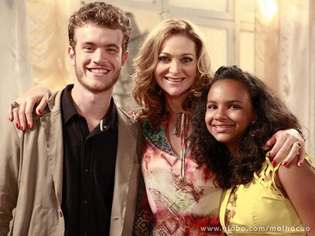 Vitor Thiré, Alexandra Richter e Maria Gabriela no set de gravação (Foto: Ellen Soares / TV Globo)