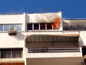 Incêndio apartamento Bela Vista Porto Alegre (Foto: Caio Gabriel Menezes/VC no G1)