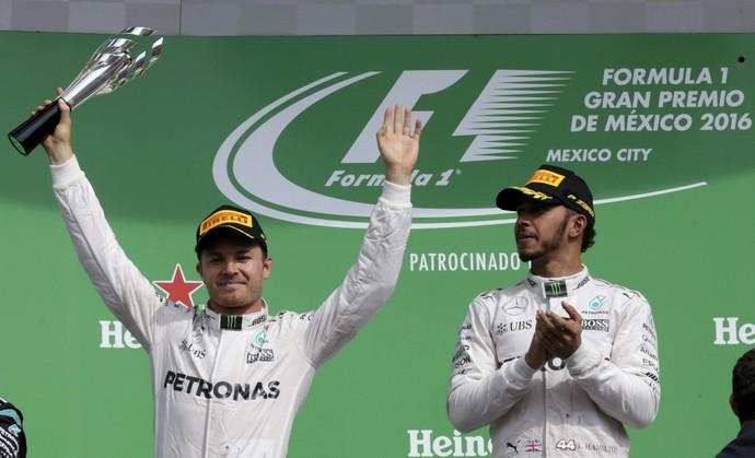Nico Rosberg e Lewis Hamilton no pódio do GP do México (Foto: Reuters)
