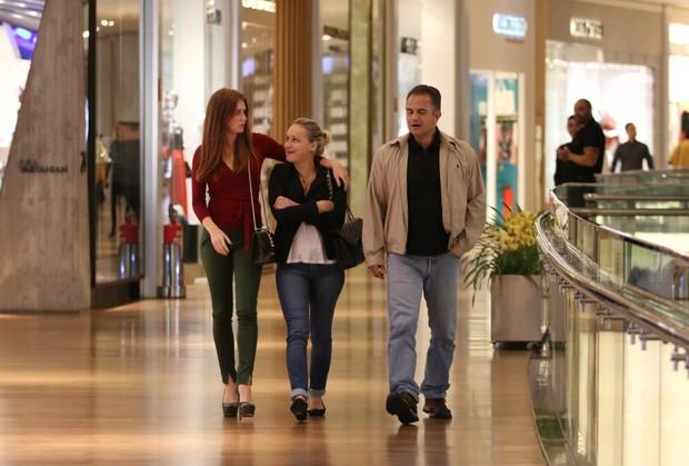 Marina Ruy Barbosa com os pais, Geoconda e Paulo (Foto: Fabio Moreno/AgNews)
