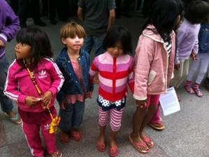 Crianças indígenas participam de ato na Avenida Paulista, em São Paulo (SP) (Foto: Lívia Machado/G1)