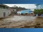 Chuva forte arrasta carros e água invade igreja em cidade da Bahia