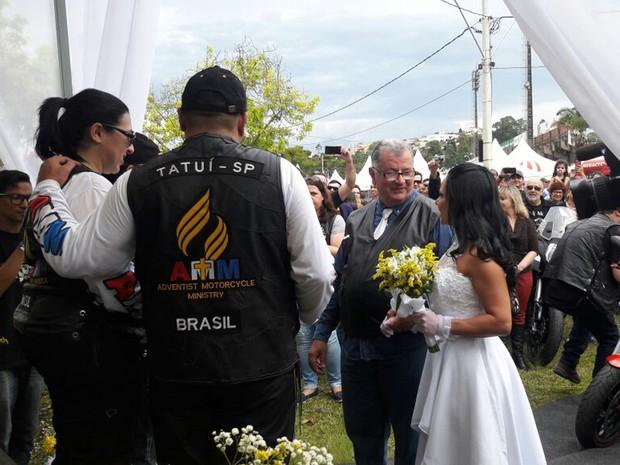 Apaixonado por motos, casal oficializou união em evento de motociclistas em Poços de Caldas, MG (Foto: Thiago Luz/EPTV)