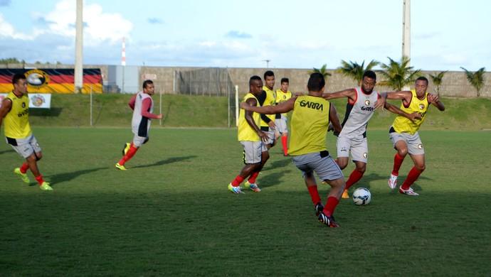 Globo FC - treino - Estádio Barretão (Foto: Jocaff Souza/GloboEsporte.com)