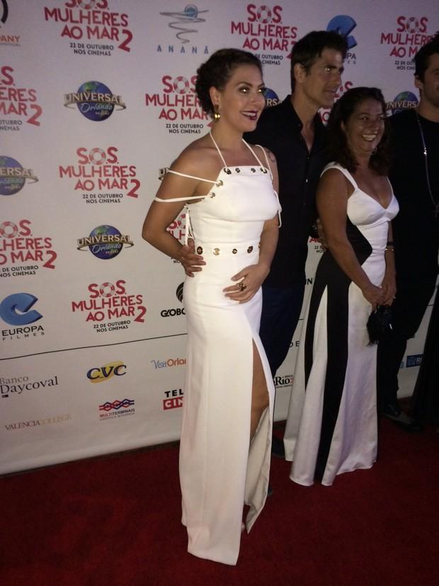 Fabíula Nascimento arrasa com look navy em première nos Estados Unidos (Foto: Juliana Masseli/Ego)