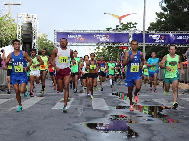 Corrida de Rua Unifor foi realizada na manhã deste domingo (11) (Foto: Ares Soares/Divulgação)