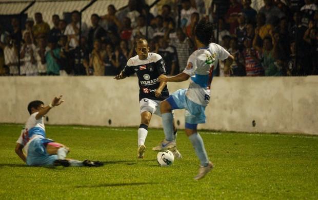 Ratinho começou jogando como meia, mas foi para o ataque quando Cassiano foi substituído para a entrada de André (Foto: Tarso Sarraf / O Liberal)