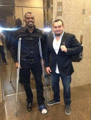 Jon Jones Malki Kawa muletas UFC MMA (Foto: Reprodução/Twitter)
