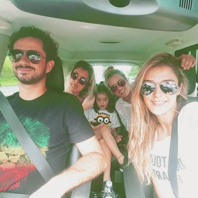 Rafa Brites com Felipe Andreoli, a sobrinha e as irmãs, Gabi Brites e Lu Brites (Foto: Arquivo pessoal)