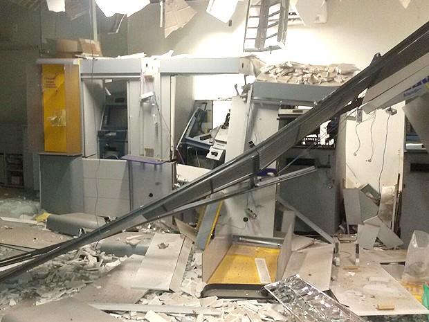 Interior da agência bancária em Lima Campos (MA) ficou destruído