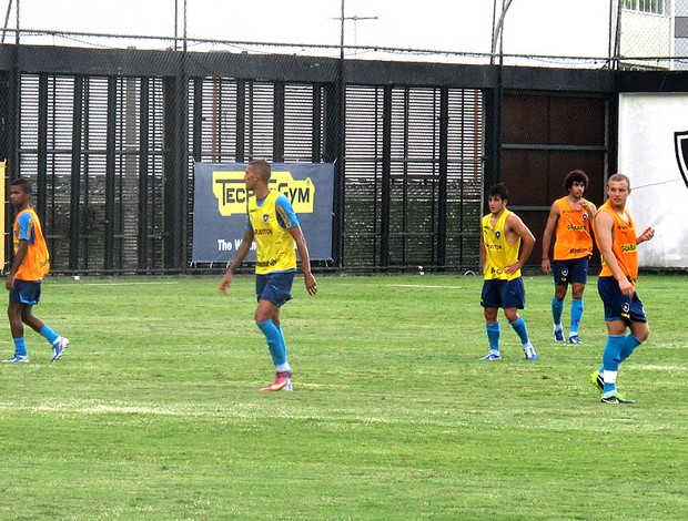 Rafael Marques no treino do Botafogo (Foto: Fabio Leme)