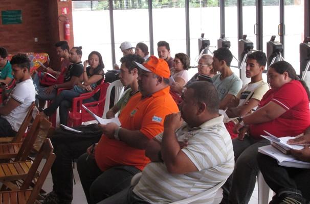 Quadrilheiros se reúnem com organizadores do Festival Clube de Quadrilhas. (Foto: André Santos/TV Clube)
