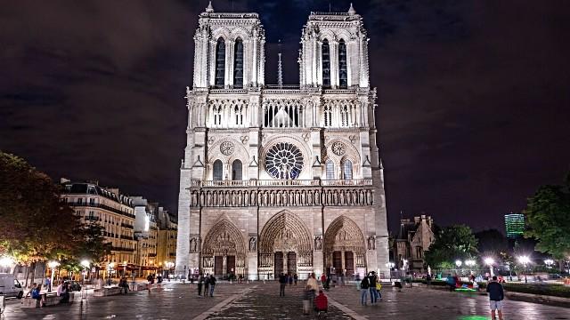 A Catedral de Notre-Dame, à noite, quando fica toda iluminada é um dos locais preferidos do ator (Foto: Divulgação)
