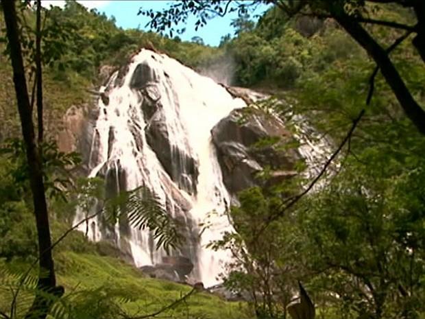 Cachoeira da Fumaça, em Alegre (Foto: Reprodução/TV Gazeta)
