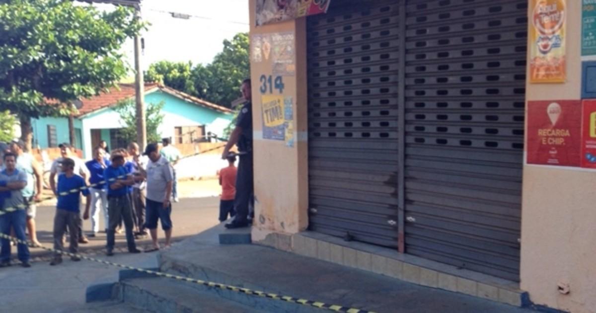 Homem mata ex-namorada dentro de padaria no centro de Valparaíso - Globo.com
