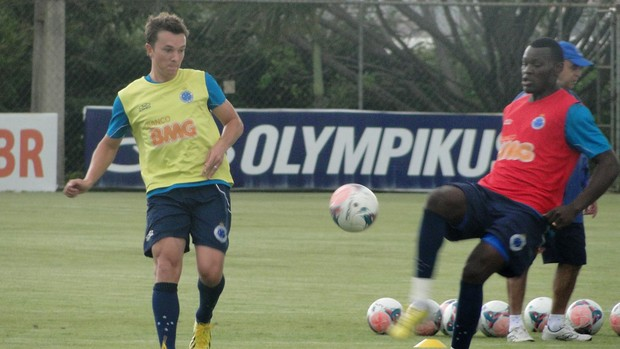 Dagoberto treino Cruzeiro (Foto: Tarcísio Badaró)