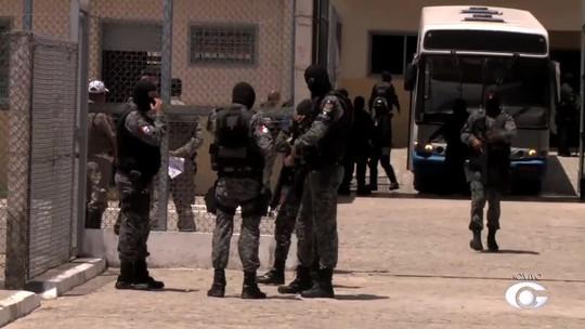 Parentes de presos cobram notícias de transferência em presídios de AL