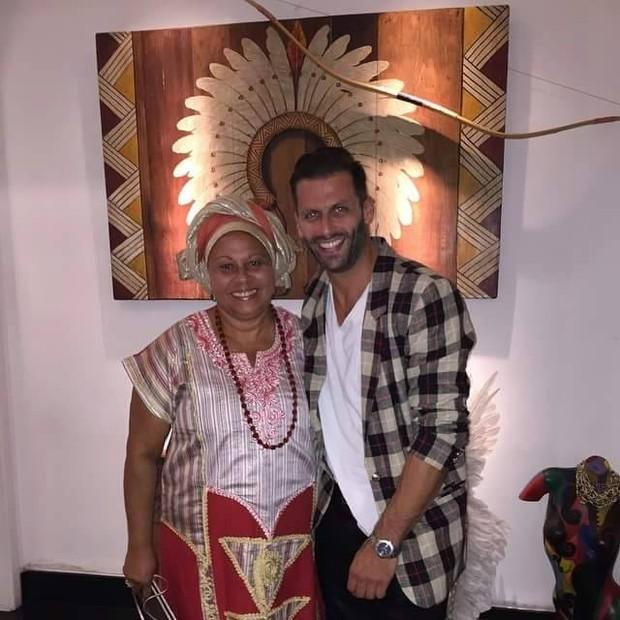 Mãe Neide Oyá D´Oxum e Henri Castelli (Foto: Reprodução/Facebook)