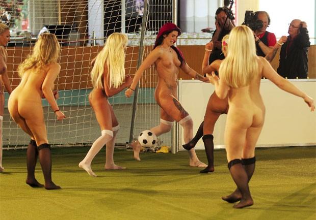 Alemanha promoveu primeiro Campeonato Europeu de futebol com jogadoras nuas (Foto: Matthias Kern/Bongarts/Getty Images)