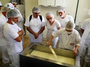 Curso de queijos do Instituto Cândido Tostes (Foto: Ana Cristina Ajub/EPAMIG)