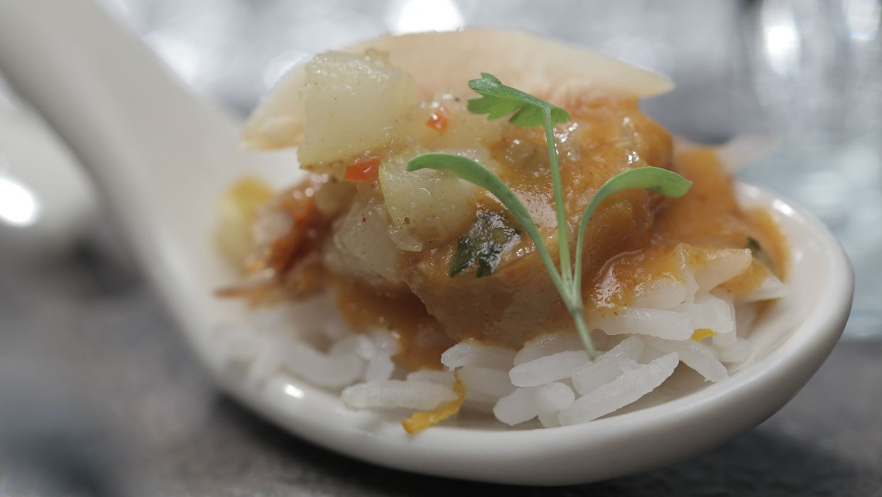 Como fazer porco picante com arroz de coco e laranja (Foto: GNT)